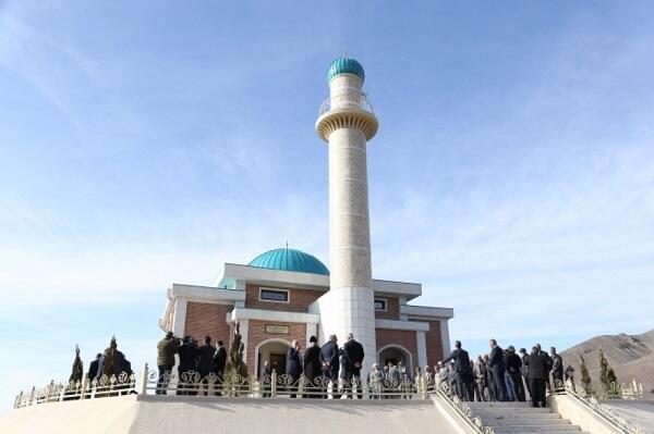 Открытие мечетей не обсуждается - Шахмар Мовсумов