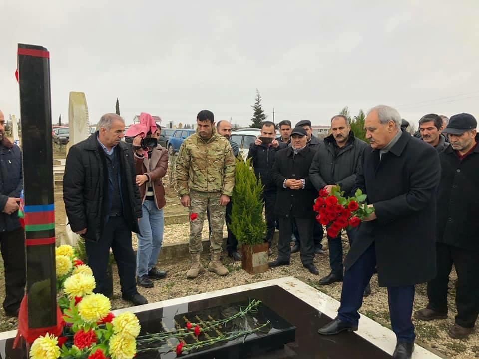 Fəzail Ağamalı şəhid zabitin atası ilə görüşdü – Foto