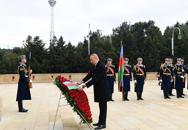 Ilham Aliyev and First Lady visited the Alley of Martyrs