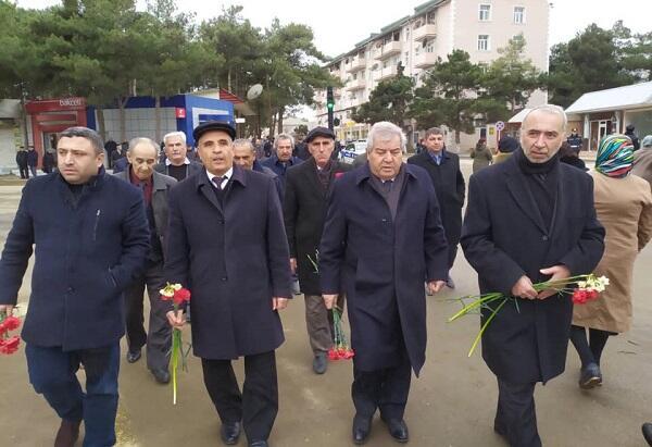Sabir Rüstəmxanlı Neftçala şəhidlərini andı - Foto