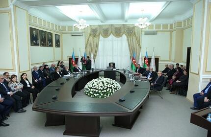 Ramiz Mehdiyev bu akademiklərə medal verdi - Foto