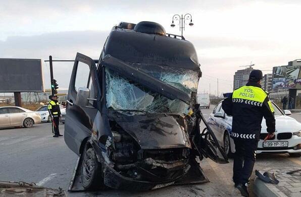 Nehrəmdə avtobus aşdı: ölən var