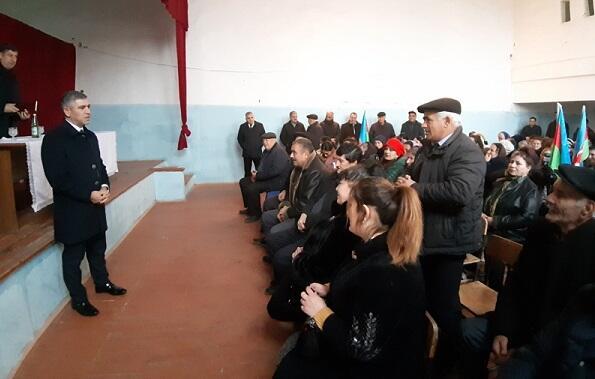 Vüqar Bayramov məcburi köçkünlərlə görüşdü - Foto