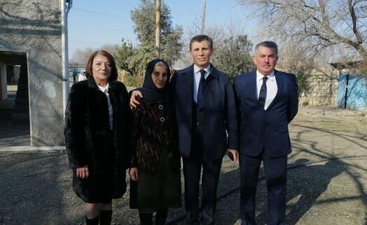 Zahid Oruc Bərdədə şəhid ailəsinə baş çəkdi - Foto