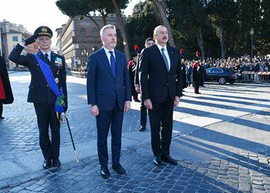 Ilham Aliyev visited the monument to an unknown soldier