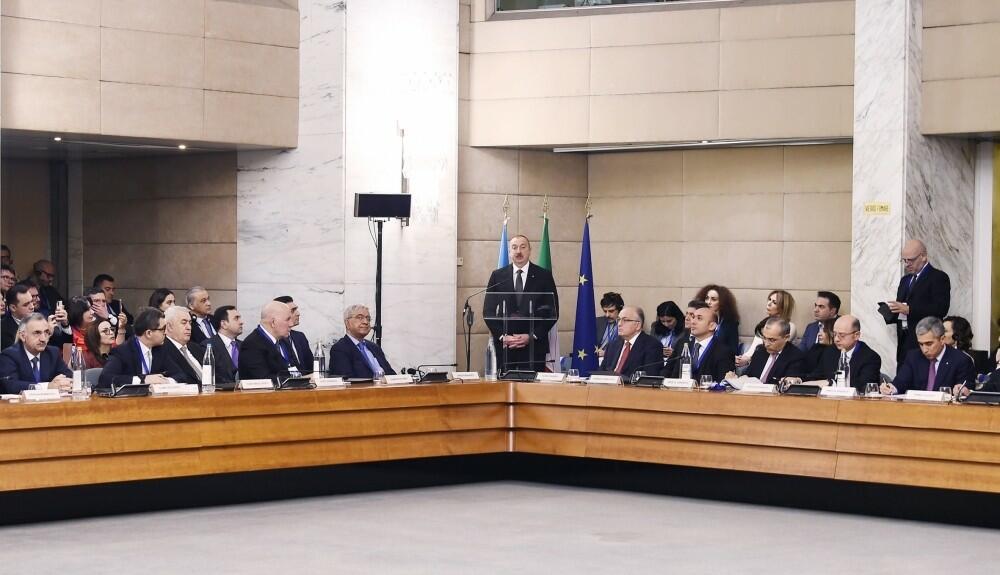 İlham Əliyev Romada biznes forumunda - Yeniləndi