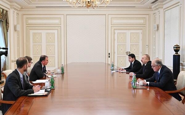 Ильхам Алиев принял Курта Доннели