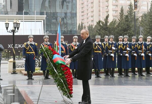 Ильхам Алиев посетил памятник жертвам Ходжалы - Видео