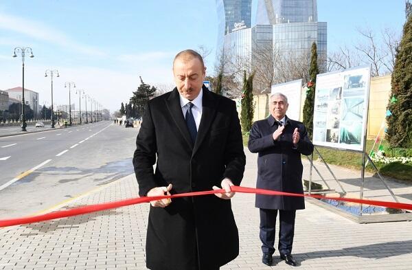 İlham Əliyev yeni piyada keçidinin açılışında - Foto