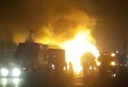 İrandan Ermənistana silah daşıyan TIR-lar yandırıldı - Video