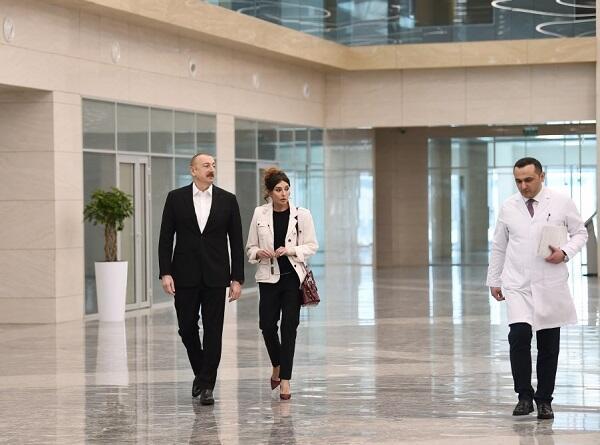 İlham Əliyev və xanımı yeni xəstəxananın açılşında - Foto
