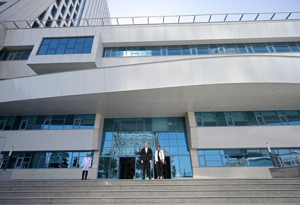 İlham Əliyev və xanımı yeni xəstəxananın açılşında
