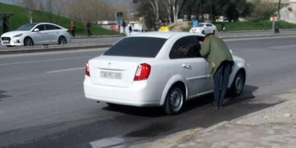 Maskasız, siqaretli taksi sürücülərini polis cərimələmir