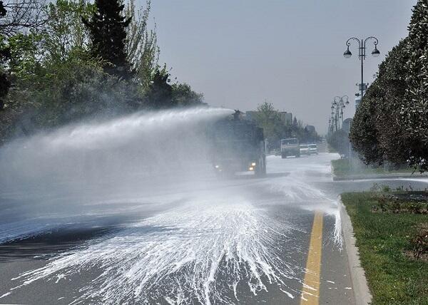 Бакинские улицы вновь продезинфицированы