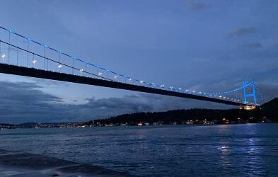 İstanbulun rəmzləri bayrağımızın rəngləri ilə işıqlandırılır - Foto