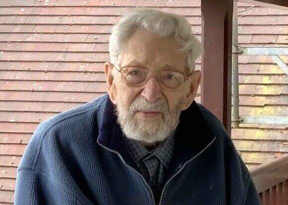 Умер старейший мужчина на планете