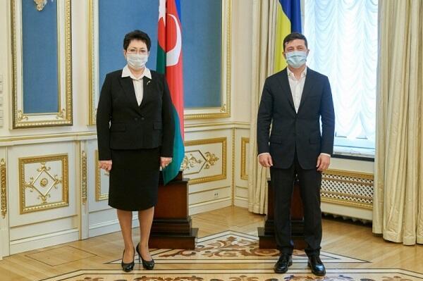 Эльмира Ахундова встретилась с Зеленским