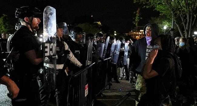 Protesters Rip down barricades outside White House -