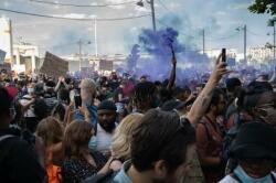 Fransada aksiya: 200 mindən çox insan küçələrə axışdı