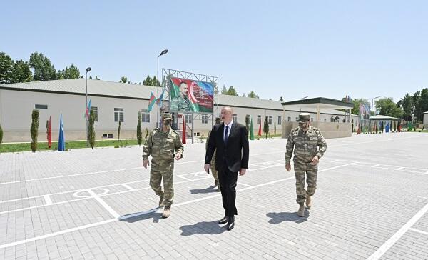 Ильхам Алиев посетил воинскую часть в Агдаме