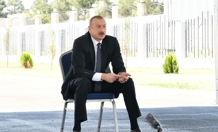 Generalları oğru, qəhrəmanları cinayətkardır - Prezident