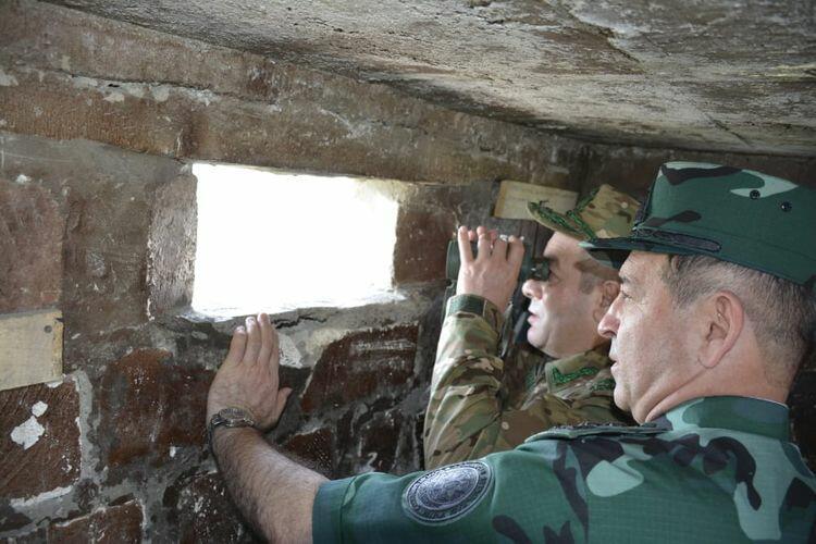 Generallar Ermənistanla sərhəddə - Foto