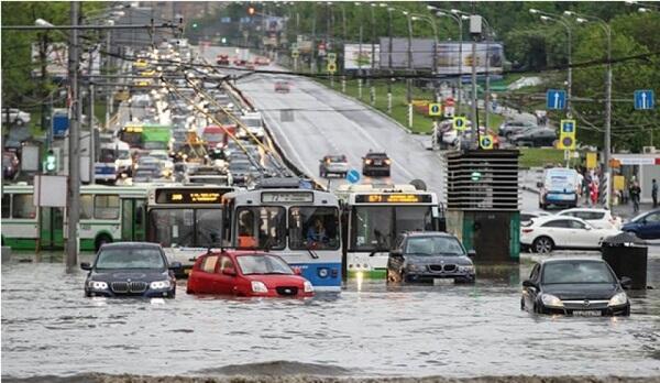 Moskvada güclü yağış: yollar su altında qaldı