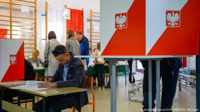Poland votes in 2nd round of presidential elections