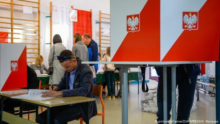 В Польше стартовал второй тур выборов