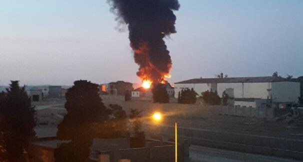 МЧС о пожаре на крупной фабрике в Баку - Видео