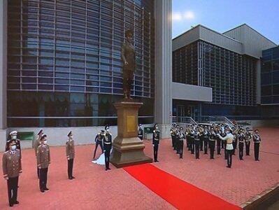 Nazarbayevin heykəli ucaldıldı - Foto