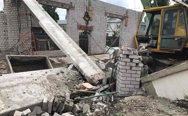 Rusiyada ticarət mərkəzi yandı: 3 nəfər öldü