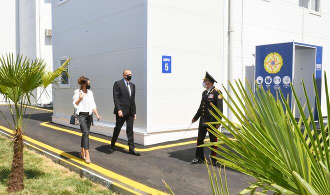 Президент и первая леди на открытии госпиталя в Баку