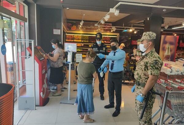 Полиция начала дежурить в маркетах - Фото
