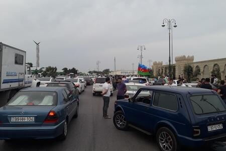 Crowd in Sumgayit for the martyred general -