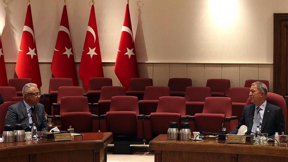HHQ komandanı Türkiyədə: Hulusi Akarla görüşdü