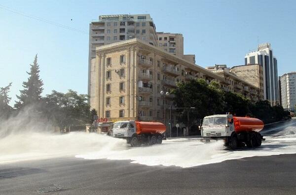 На улицах столицы проводится дезинфекция