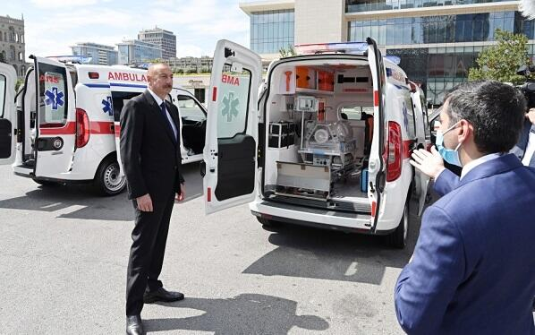 Prezident yeni təcili yardım maşınlarına baxdı
