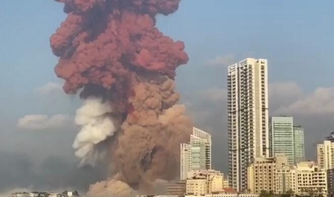 Beyrutda dəhşətli partlayış: şəhərin yarısı dağıldı - Video