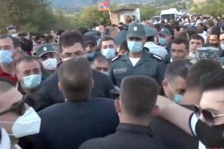 Ermənistanda qızıl mədənində toqquşma...