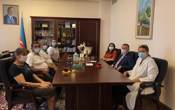 Deputatlar yaralı hərbçilərimizin ailələri ilə görüşdü - Foto