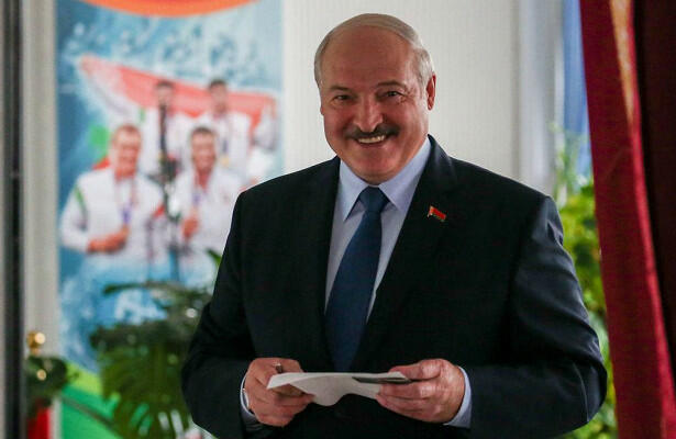 Lukashenko votes in Belarusian presidential election