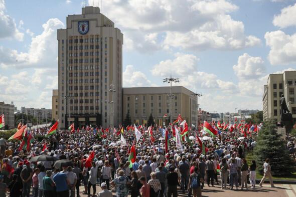 Minskdə nümayişçilərə səs bombası atıldı