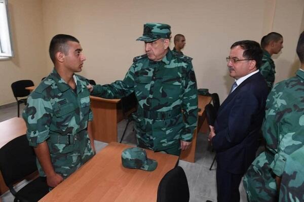 Generallar hərbi hissədə - Foto