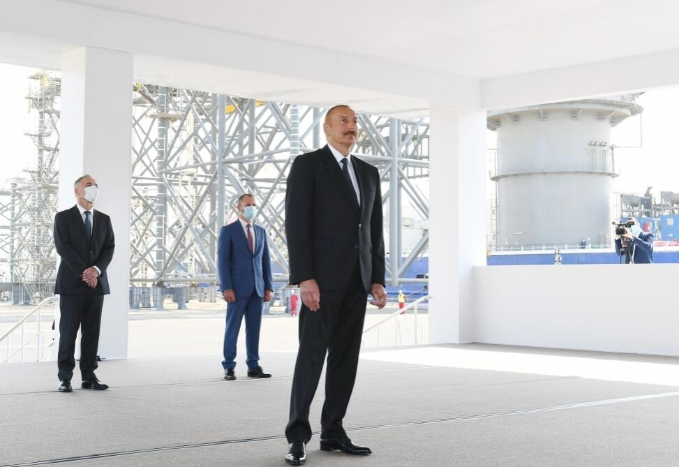 Ilham Aliyev congratulated the oil workers