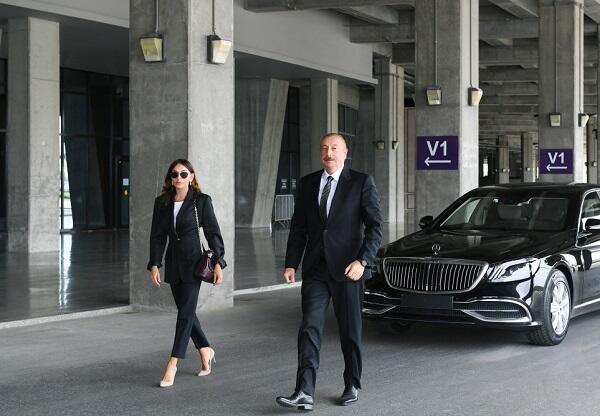 Prezident yeni təcili yardım maşınlarına baxdı - Foto