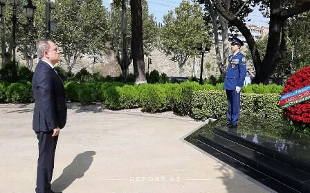 The Minister visited the bust of Heydar Aliyev in Tbilisi