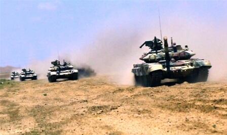 Tanklarımız atəş mövqelərini tutdu - Video