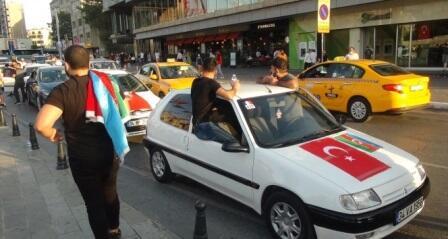 İstanbulda Azərbaycana dəstək aksiyası - Video