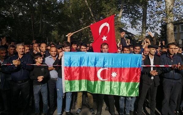 Göyçayda cəbhəyə getmək üçün izdiham yaşanır - Foto